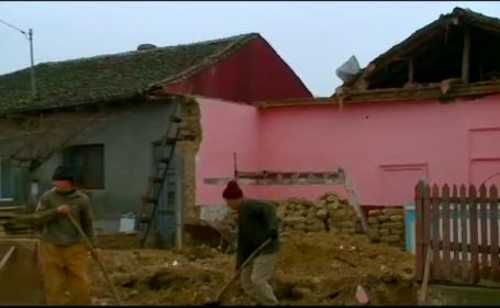 Dezastru intr-o comuna din Constanta. Zeci de case sunt inundate, iar localnicii dau vina pe cei de la barajul din zona