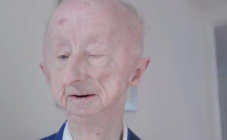 Un pensionar orb fost batut cu salbaticie si lasat sa zaca in agonie, pe asfalt. Cum a raspuns o lume intreaga la drama lui