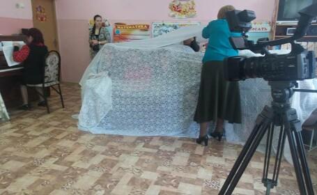 Solutia unor educatoare din Republica Moldova pentru serbarea de Craciun. De ce au stat parintii ascunsi dupa perdea