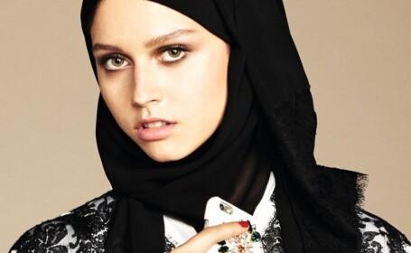 O casa de moda celebra a decis sa produca haine pentru femeile musulmane. Cum arata un hijab in varianta haute couture