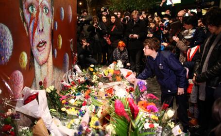 Artistul cu o mie de chipuri, comemorat la Londra, New York si Berlin. Fanii i-au cantat hiturile, in semn de ramas bun