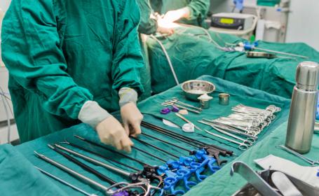Chirurgii, nevoiți să-i scoată unei femei toate organele din abdomen. Ce pățise
