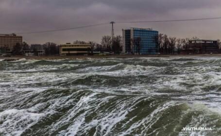 Imagini spectaculoase surprinse pe litoral. Cum a aratat Marea Neagra in timpul codului portocaliu de viscol si ninsori