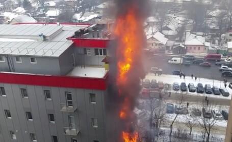 Incendiu intr-un centru comercial din Chisinau. Imaginile surprinse inainte de interventia pompierilor. VIDEO
