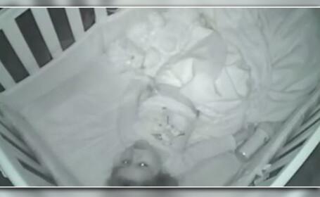 Si-au surprins fiica de 2 ani spunandu-si singura rugaciunea, in dormitor. \