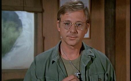Actorul William Christopher, interpretul preotului din serialul \