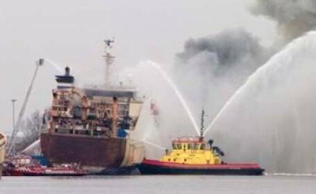 Incendiu puternic la bordul unei ambarcatiuni din Indonezia. Cel putin 23 de oameni au murit si zeci au fost raniti