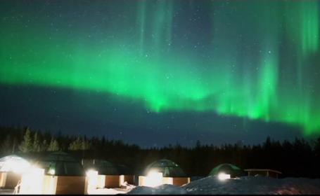 Casutele din Laponia unde Aurora Boreala poate fi admirata direct din pat. Cat costa o noapte de cazare in plin sezon