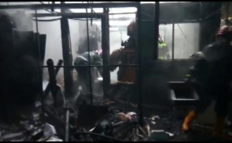 Incendiu devastator la un depozit de echipamente electronice din Constanta. Pagubele s-ar ridica la 100.000 de euro