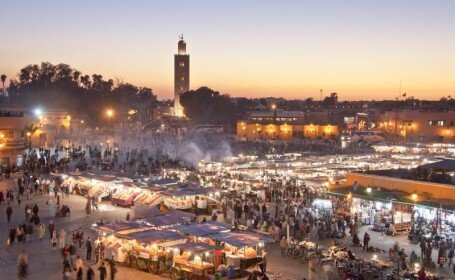 Vacanta in stil maur. Marrakech, orasul marocan care te vrajeste cu gradinile sale, bazarurile si imblanzitorii de serpi