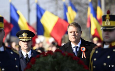 Presedintele Klaus Iohannis depune o coroana de flori la Arcul de Triumf in cadrul paradei militare organizata de MApN, impreuna cu MAI si SRI, alaturi de militari din mai multe tari, in Bucuresti.