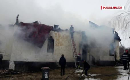 Biserica veche de 140 de ani distrusa de un incendiu, in Mehedinti. Pompierii s-au alimentat cu apa de la 30 de kilometri