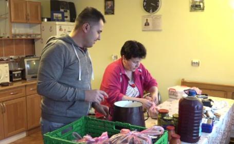 Românii veniţi acasă de sărbători se întorc în străinătate. Şi-au umplut bagajele cu specialităţi