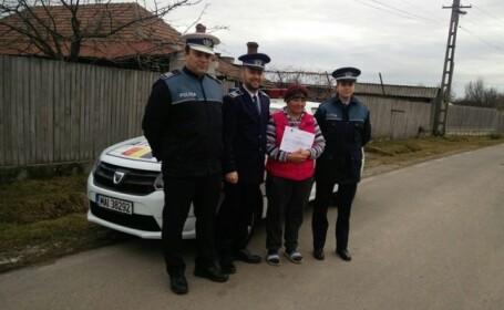 Femeia sărmană care a predat Poliției o geantă cu 16.000 de euro, recompensată cu o diplomă de merit