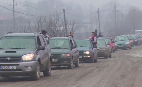 Exasperați de starea jalnică a unui drum, zeci de șoferi din Vaslui au protestat cu claxoane