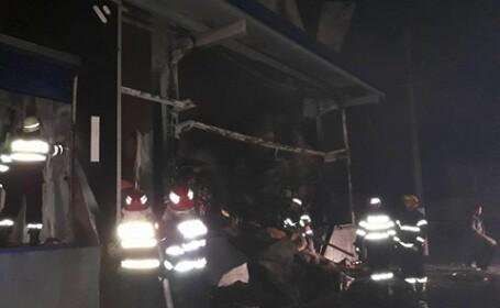 Pompier rănit, în timpul intervenției de la fabrica din Topoloveni: a călcat într-o tavă cu ulei încins