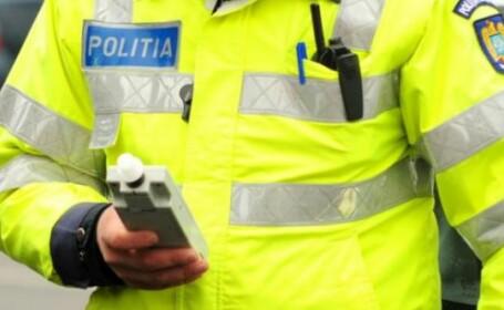 Șofer beat, descoperit de polițiști după ce a fost lovit în plin de un șofer neatent