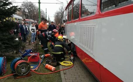 Elevă prinsă sub tramvai, la Arad.
