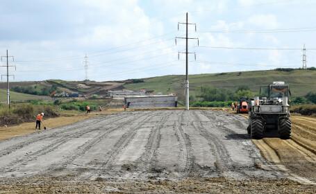 Autostrada Sebeş - Turda s-a stricat înainte să se circule pe ea. CNAIR refuză recepţia