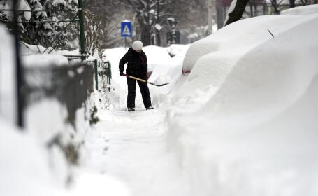 Bucureștiul îngheață. Capitala se află sub un nou cod de ninsori viscolite