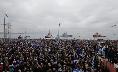 Protest masiv al naţionaliştilor greci la Salonic. 100.000 de oameni au ieşit în stradă