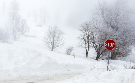 Avertizare pentru românii care călătoresc în Bulgaria. Sunt anunţate ninsori şi vânt puternic