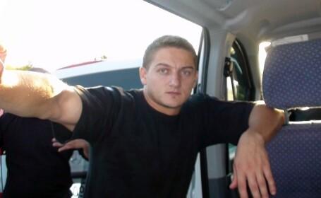 Poliţistul din Suceava lovit cu sabia în cap de un interlop, externat. Partea stângă a corpului, imobilă