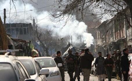 O ambulanță, folosită pentru atentatul din Kabul. 95 persoane au murit, 158 sunt rănite