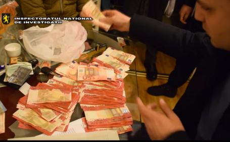Moldoveni arestaţi în timp ce spălau mii de euro în casă