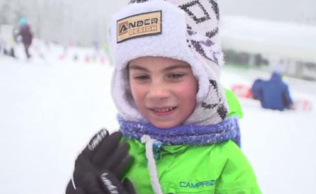 Reacția unui băiat din Londra când vede zăpada de la Obârșia Lotrului