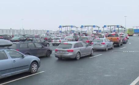 """Coadă de 5 kilometri la Vama Nădlac. Românii nervoși: """"Venitul și plecatul ne termină"""""""