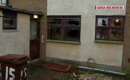 """Primele imagini cu casa românilor atacați în Belfast: """"Un bărbat avea răni la cap"""""""