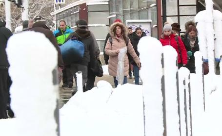 Trafic dat peste cap în Capitală din cauza zăpezii. Marile intersecții, aglomerate