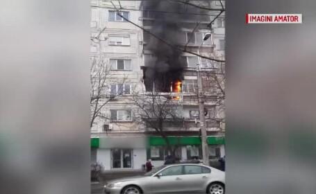 Flăcări uriaşe într-un bloc din Timişoara. Oamenii au fugit, îngroziţi