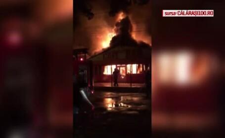 Incendiu violent în Călărași. Un bar și un service auto, distruse