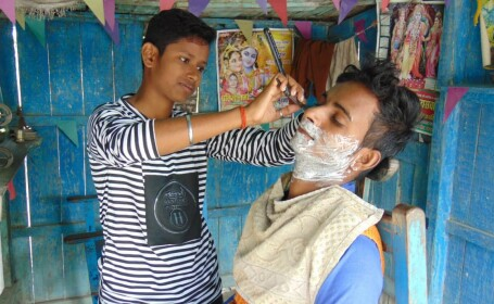 India, frizerie, adolescente