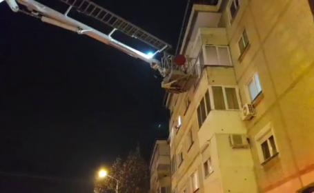 """O adolescentă din Oradea amenința că se aruncă de la etaj: """"Sunt sechestrată"""""""