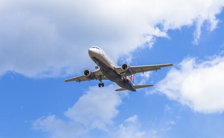 Un avion s-a întors din drum, după ce un pasager și-a uitat copilul pe aeroport