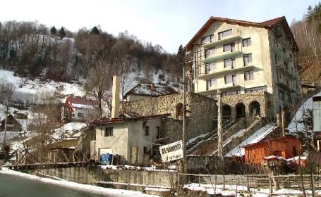 Românii care au investit în cabane, fără să aibă suficienți turiști. Cu ce preț le vând