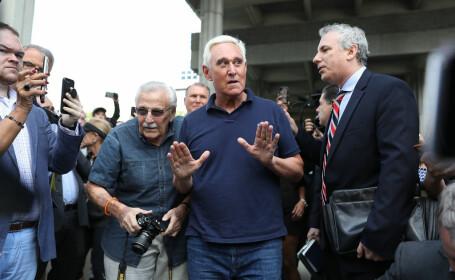 """Roger Stone, arestat și inculpat. A anunțat că nu îl va """"turna"""" pe Donald Trump"""