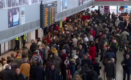 Întârzieri pe aeroporturile din București. Avion Ryanair, blocat 7 ore pe pistă
