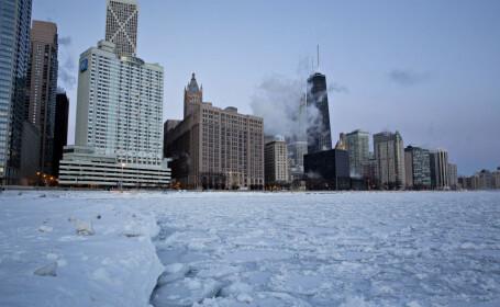 Iarnă grea în SUA. În Chicago a nins neîncetat 13 zile