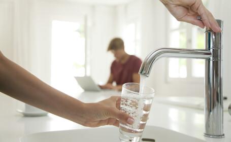 Câtă apă beau? Doi litri pe zi ajung? Răspunsul corect atunci când vine vorba despre hidratare