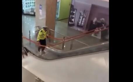 VIDEO. Amenințare cu bombă la Vâlcea. Ambele mall-uri din oraș au fost evacuate