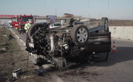 Mașină răsturnată pe DN1, în apropiere de Ploiești. Șoferul a refuzat să fie transportat la spita
