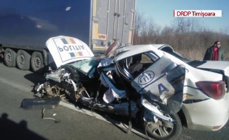 Accident cu o ambulanţă şi maşina de poliţie care o escorta. Manevra greşită făcută de ambii şoferi