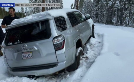 O femeie din California, scoasă cu viață dintr-o mașină acoperită de zăpadă, după șase zile
