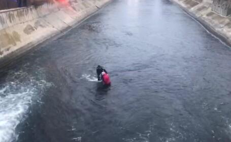 VIDEO Femeie salvată din mijlocul râului Dâmbovița de jandarmi, în Capitală