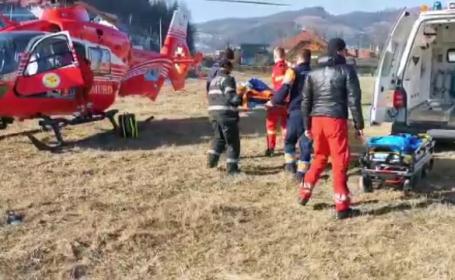 Accident violent în Alba. O fetiță a fost preluată de urgență de un elicopter SMURD
