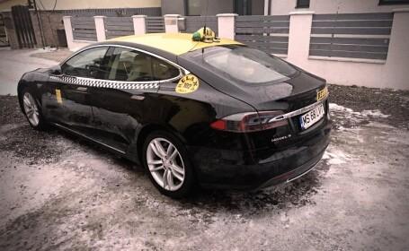 FOTO. Un român face taxi cu Tesla Model S. În ce oraș circulă și ce tarif are